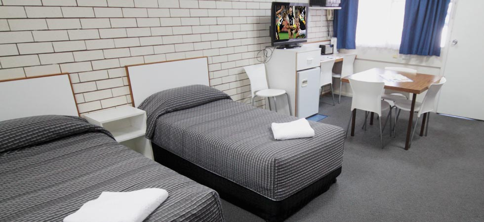 Binalong Motel offers five room types to choose from which include Large Family Room, Family Room, Queen Room, Twin Room, and Single Room. - Goondiwindi - QLD